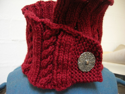 Crimson Tudora neck-warmer