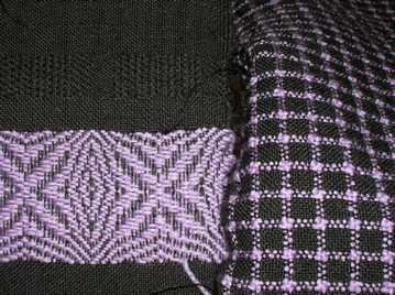 Advancing twill on fine black wool warp
