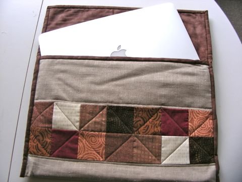 Quilted laptop pouch