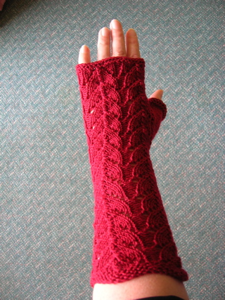 Crimson lace mitten